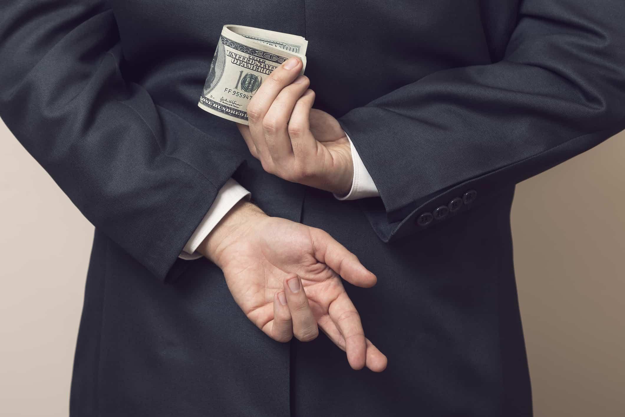 Si contrata un producto financiero, asegúrese que no se trate de un fraude